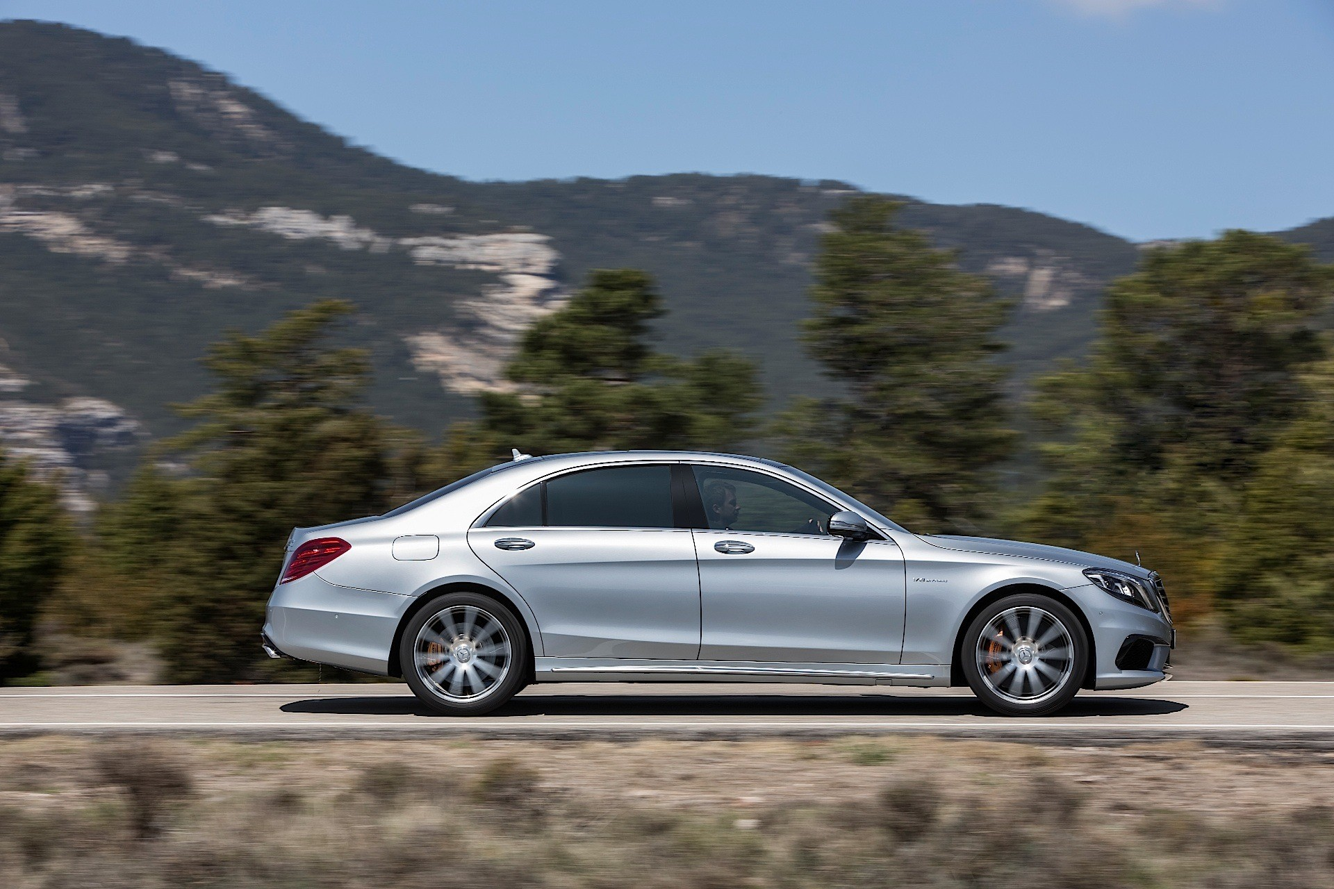 2014 Mercedes Benz S Class clocks 1,00,000 sales in 1 year